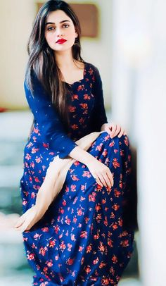 Look Your Best With This Fashion Advice Lovely Girl Image, Beautiful Girl Photo, Cute Girl Poses, Cute Girl Photo, Stylish Girls Photos, Stylish Girl Pic, Pakistan Fashion Week, Stylish Dpz, Saree Models
