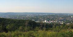Panorama von Hagen in Westfalen, aufgenommen von Hügeln des Hagener Stadtwaldes Richtung Norden. Links im Bild ist der Bismarckturm zu sehen. (Juli 2010, Position: 51°20'38.82