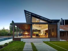 Architecture Discover Kensington House by Virginia Kerridge Architect Kensington House by Virginia Kerridge Architect Australian Architecture, Residential Architecture, Modern Architecture, Architecture Awards, Scandinavian Architecture, Architecture Company, Architecture Interiors, Kensington House, Shipping Container Home Designs