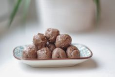 uten gluten: trøffelkuler med mandelsmør og kakao