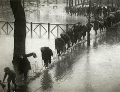 L'hippodrome Maison Laffitte inondé par la crue de la Seine, France, 1924, photo: Henri Manuel