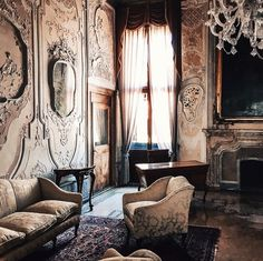 Venezianischer Palast – Julie Slinger – Join the world of pin Palazzo Style, Vintage Interiors, Art Interiors, Inspiration Design, European Home Decor, Paris Apartments, Romantic Homes, Venice Italy, Beautiful Interiors