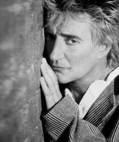 Queen Birthday, Rod Stewart, Lyric Art, Reality Tv Shows, Music Tv, Forever Young, Famous Faces, Mtv, Country Music
