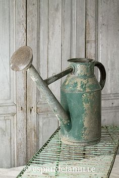 Galvanized watering cans and buckets on pinterest - Decoration industrielle vintage ...