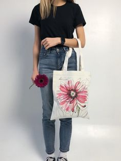 Gerbera Tote Bag with Pockets This Gerbera Tote Bag is perfect as a shopping bag/beach bag and can carry so many things! If you love Gerbera thats the perfect bag for you! Tote Bag With Pockets, Painted Bags, Diy Tote Bag, Fabric Bags, Fabric Painting, Cotton Tote Bags, Canvas Tote Bags, Tall Centerpiece, Centerpiece Wedding