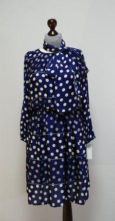 Элегантное платье в горошек. Платье из японского шелка. Декоративный пояс можно повязывать как бант или шарф.