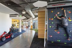Image 4 of 11 from gallery of GoDaddy Silicon Valley Office / DES Architects + Engineers. Photograph by Lawrence Anderson