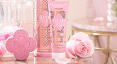 What a beautiful set, would make a lovely gift. Includes: Radiant Rose Eau De Cologne - Radiant Rose Hand Cream - Radiant Rose Soap Bar - Ask me about our free gift wrapping service 🎁 Daily Beauty, My Beauty, Beauty Skin, Beauty Makeup, Giordani Gold Oriflame, Oriflame Business, Oriflame Beauty Products, Emoji, Rose Bath