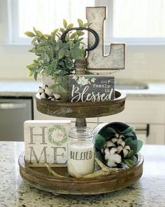 60 Gorgeous Farmhouse Summer Decor and Design Ideas Farmhouse Dining Room decor design Farmhouse Gorgeous Ideas Summer Deco Champetre, Kitchen Island Decor, Kitchen Ideas, Kitchen Tray, Spring Kitchen Decor, Kitchen Peninsula, Kitchen Design, Kitchen Islands, Kitchen Table Decor Everyday