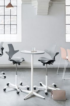 RBM Allround table, as its name implies, revels in its versatility of many shapes, colours and heights. It's a reliable and functional piece of furniture that feels good to have around. Like an easy-going friend, its casual appearance enables it to blend in with any work gathering or social occasion - merrily mixing with most chairs. The table is featured with HÅG Capisco Puls also available from Flokk. #flokk #inspiregreatwork #tabledesign #scandinaviandesign #greyofficechair #archidesign Fold Away Table, Grey Office, Archi Design, Adjustable Height Desk, Contemporary Classic, Scandinavian Design, Relax, Chairs, Colours