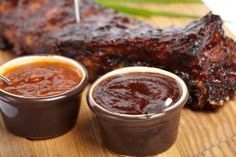 Don't settle for bottled sauce! Learn how to make barbecue sauce to wow your friends with just a few extra ingredients. Homemade Bbq Sauce Recipe, Sauce Recipes, Cooking Recipes, Yummy Recipes, Como Hacer Salsa Bbq, Salsa Barbacoa Casera, How To Make Barbecue, Russian Recipes, Chutneys
