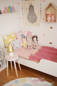 such a sweet little setup for a lucky little girl, esp love the gold mushroom and dipped table.  #estella #kids #decor
