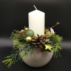 Arrangement in cream-colored ball pot and white candle, with green balls and win . - Arrangement in cream-colored ball pot and white candle, with green balls and win … - Country Christmas Decorations, Christmas Centerpieces, Xmas Decorations, Christmas Candle, Christmas Art, Christmas Wreaths, Christmas Ornaments, Custom Candles, Handmade Candles