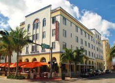 Edison Hotel (1935) 960 Ocean Drive South Beach Miami. Architecte : Henry Hohauser. Encore sous l'emprise du style néo hispanique californien...  ©GB