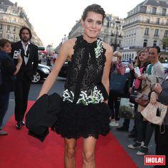 ¡A la carrera! Carlota Casiraghi 'vuela' por la alfombra roja de la Ópera Garnier de París para no ser fotografiada con Dimitri Rassam.  #carlotacasiraghi #dimitrirassam #opera #paris #charlottecasiraghi