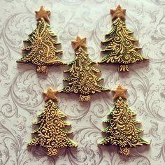 S mobitela - Christmas Tree Cookies Christmas Cupcakes Decoration, Christmas Tree Cookies, Iced Cookies, Christmas Sweets, Christmas Gingerbread, Noel Christmas, Holiday Cookies, Christmas Baking, Christmas Chocolate
