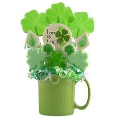 Patrick's Lollipop Bouquet - Great for St. Patrick's Day or any day you want to celebrate the luck of the Irish! Center lollipop says 'Happy St. Lollipop Bouquet, Graduation Party Supplies, Trunk Or Treat, Luck Of The Irish, Unicorn Party, Gift Guide, Party Favors, Mugs, Creative