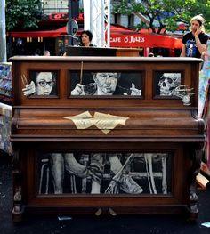 LEVALET -La leçon de piano Encre de chine sur papier, partitions et baguette sur piano. Play me I'm yours - Paris - 2014