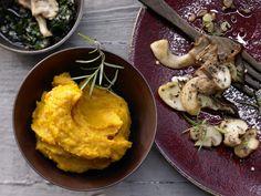 Feines Kürbispüree - mit gebratenen Pilzen und Kürbiskernwürzöl - smarter - Kalorien: 416 Kcal - Zeit: 20 Min.   eatsmarter.de