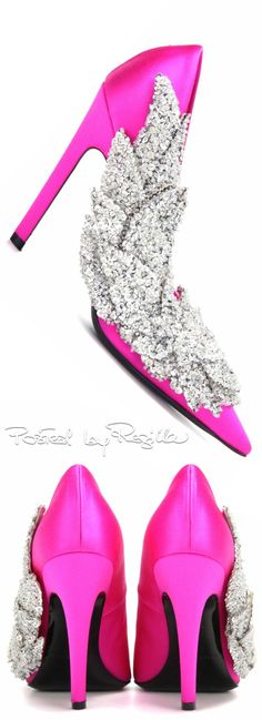 Regilla ⚜ Balenciaga Pink Fashion, Colorful Fashion, Balenciaga, Prom Shoes, Wedding Shoes, Funky Shoes, Pink Bubbles, Pink Sugar, Walk This Way