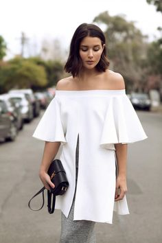Make a stylish statement in a white off-the-shoulder top with cut-out pleats. date night outfit idea. Street Style Outfits, Spring Street Style, Street Look, Street Chic, Street Fashion, Street Wear, Casual Outfits, Love Fashion, Womens Fashion