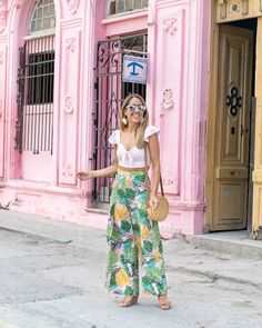 Cuba outfit - Today's Everyday Fashion Pink Palm Print in Cuba – Cuba outfit Luau Outfits, Miami Outfits, Night Outfits, Summer Outfits, Outfits For Cuba, Havana Party, Havana Nights Party, Havana Nights Dress, Tropical Vacation Outfits