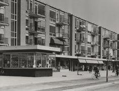 Het Almeloplein in Den Haag in 1956