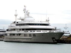 "The 70-meter ""Reborn"" luxury yacht"