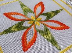 Broderie Bargello, Bargello Needlepoint, Needlepoint Stitches, Needlework, Hardanger Embroidery, Embroidery Stitches, Embroidery Patterns, Hand Embroidery, Types Of Embroidery