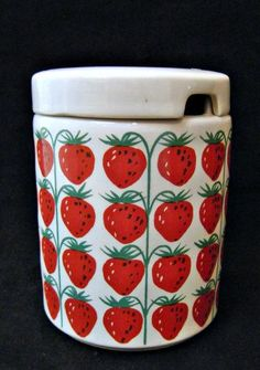 Kaj Franck Arabia Finland Strawberry Lidded Jam Pot Jam Jar Pomona Pattern Vintage China, Retro Vintage, Strawberry Decorations, Strawberry Patch, Swedish Style, Vintage Kitchenware, Jam Jar, Retro Home, Finland