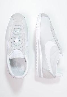 Classic Cortez, Nike Sportswear, Basket Nike, Nike Shoes, Sneakers Nike, Baskets, Pure Platinum, Sneaker Brands, Sneaker Boots