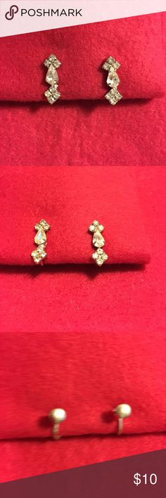 """Sparkly Earrings Sparkly rhinestone screw back earrings. 1"""" from top to bottom. Vintage Jewelry Earrings"""