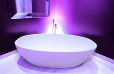 The freestanding #Barcelona bath has been given a jazzy, modern twist due to contemporary and innovative bright purple backlighting. The #Barcelona with its organic curves and generous size provides a very comfortable bathing experience.