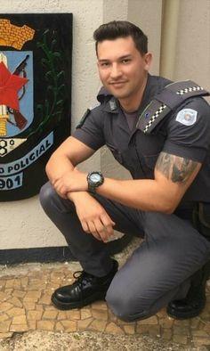 Hot Cops, Cop Uniform, Men In Uniform, Beautiful Men Faces, Gorgeous Men, Beautiful Babies, Black Muscle Men, Sexy Military Men, Komplette Outfits