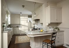 Traditional Off-White Kitchen. Beautiful Traditional Off-White Kitchen. #Kitchen #White Kitchen
