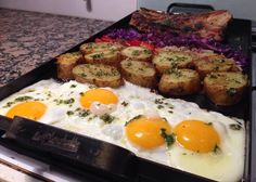 Planchetta 2 hornallas Food And Drink, Eggs, Breakfast, Empanadas, South America, Bar, Frases, Puff Pastry Recipes, Dishes