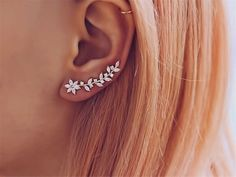 Ear Climbers – Crawlers – Gold Ear Sweeps – Vine Ear Crawlers – Crawler Earrings – Gold Ear Climbers – Modern Ear Cuff – Rose Gold Climbers Bergsteiger Crawler Gold Or Or Fegt Rebe Or Or Crawler Innenohr Piercing, Cute Ear Piercings, Ear Gauges, Ear Jewelry, Cute Jewelry, Bridal Jewelry, Diy Jewellery, Jewelry Ideas, Geode Jewelry