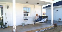gunga New England Style, England Fashion, Porch Swing, Nostalgia, Villa, Patio, Interior, Outdoor Decor, Inspiration