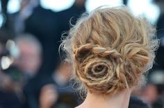 How cool is this rose shaped bun?