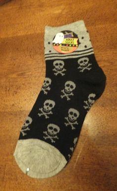 NWT Skull Print Ankle Socks Grey & Black Fits Adults Sizes 9-11 HALLOWEEN Women