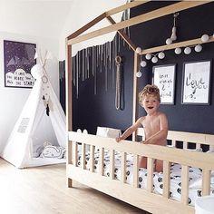16 Exceptional Montessori Room Ideas For The Boys – mybabydoo - Babyzimmer Baby Bedroom, Baby Boy Rooms, Baby Room Decor, Kids Bedroom, Chambre Nolan, Ideas Habitaciones, Cool Kids Rooms, Baby Room Design, House Beds