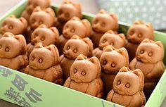 Ride Your Dragon: Ningyo-yaki Recipe Japanese Rice Crackers, Japanese Snacks, Japanese Sweets, Japanese Food, Japanese Dumplings, Japanese Wagashi, Japanese Colors, Chocolate Packaging, Spinach Stuffed Mushrooms