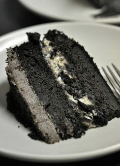 Oreo Ice Cream Cake Ingredients: Cake:  1 1/3 cups flour 1 2/3 cups sugar ½ cup dutch-process cocoa powder 1 1/3 tsp baking soda 2/3 tsp salt 2/3 cup vegetable oil 2/3 cup sour cream 1 cup water 4 tsp