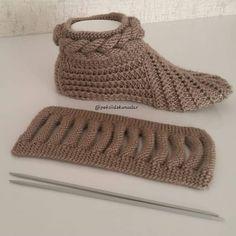 Best 12 Free Knitting Pattern for Easy Desert Boots Slippe Diy Crafts Knitting, Loom Knitting, Knitting Socks, Free Knitting, Crochet Projects, Crochet Ripple, Free Crochet, Knit Crochet, Baby Knitting Patterns