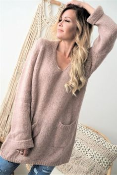 A wide selection of beautiful knitwear and cardigans - fall in love with our famous knits. Comfy mohair, soft cotton, stylish merino and luxurious cashmere - our knitwear selection offers wonderful options for every occasion. Pantone, Crochet Fashion, Mode Outfits, Winter Outfits, Winter Clothes, Autumn Winter Fashion, Boho Fashion, Knitwear, My Style