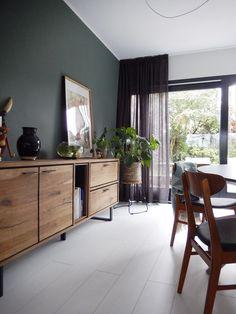 Farrow and Ball Green smoke example Sage Living Room, Farrow And Ball Living Room, Green Dining Room, Bedroom Green, Bedroom Colors, Bedroom Decor, Dark Green Walls, Trendy Bedroom, Contemporary Bedroom