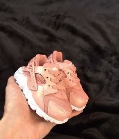 New Fashion Kids Shoes Daughters Ideas Cute Baby Shoes, Baby Girl Shoes, My Baby Girl, Girls Shoes, Baby Boots, Toddler Shoes, Toddler Outfits, Kids Outfits, Toddler Girls