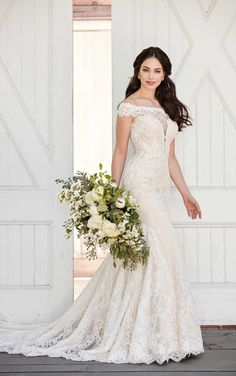 548a846c42 For the bride who strives for confidence and impeccable glamorous style