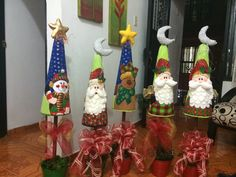 MACETAS NAVIDEÑAS Quilted Christmas Ornaments, Christmas Decorations, Christmas Projects, Christmas Time, Gingerbread, Projects To Try, Bouquet, Merry, Diy Crafts