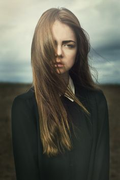 Photo by Emily Soto. RSVP for Modern Women's Portraiture and learn creative portrait photography techniques on creativeLIVE: http://cr8.lv/sllemwp